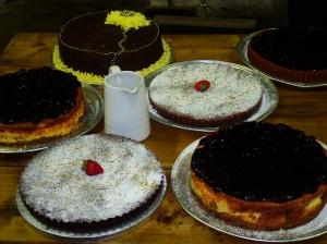 Wedding Cake Portions Fruit Verses Sponge Per Cake