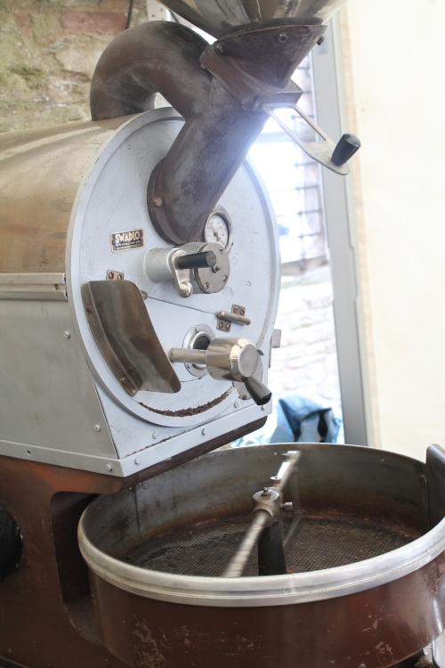 small roaster with drum for turning and cooling the beans once roasted